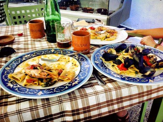 Frittole: Paccheri gamberoni e zucchine, scialatielli ai frutti di mare