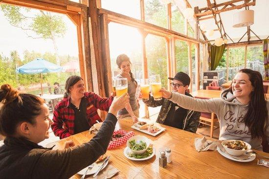 Menu bistro à la salle à manger de Cime Aventures