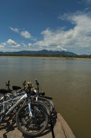 Heaven and Earth Bicycle Tours: Bikes on the boat
