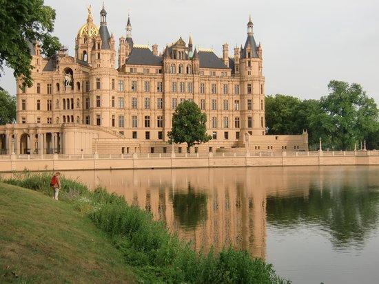 Schwerin Castle (Schweriner Schloss): Märchenschloss in Schwerin