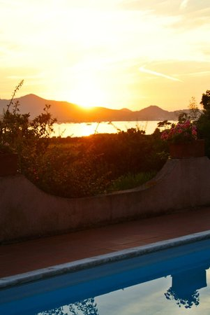 B&B Casa le Agavi : Il tramonto su Portoferraio