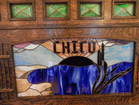 Chico Hot Springs: Charming stained glass on piano