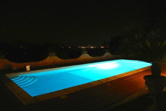 B&B Casa le Agavi : La piscina illuminata