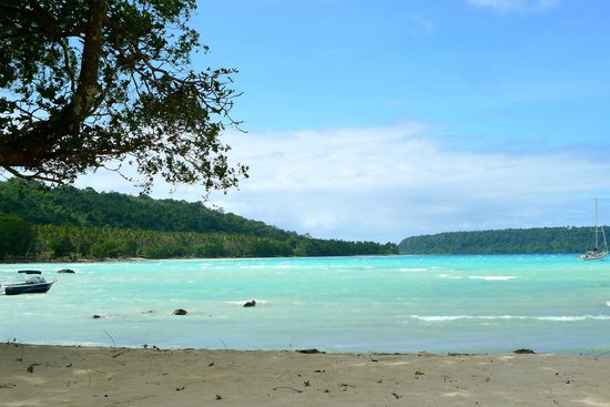 Velit Bay: great blue water at the beach