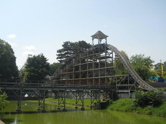 Seabreeze Amusement Park: Log Flume