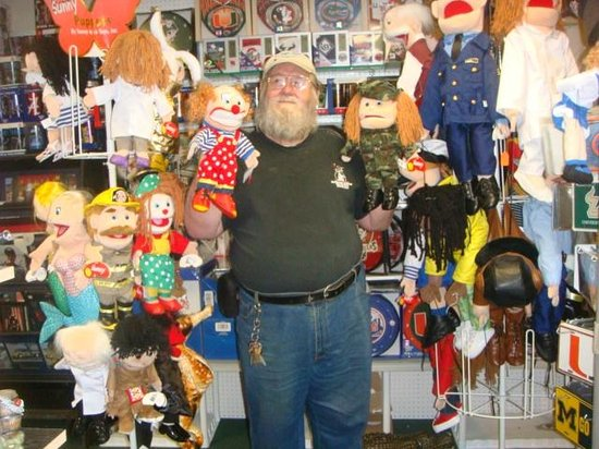 Capt Ron's Mercantile: Capt. Ron displays his Sunny Puppets