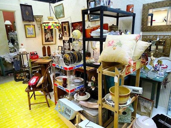 Salisbury Square Antiques & Collectibles: inside