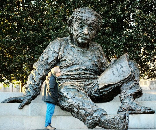 Albert Einstein Memorial: Learning the secrets of the universe!
