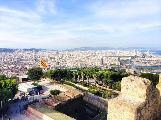 Montjuic Castle: Great views of the city of Barcelona!