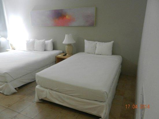 Hilo Naniloa Hotel : Quarto limpo e agradável