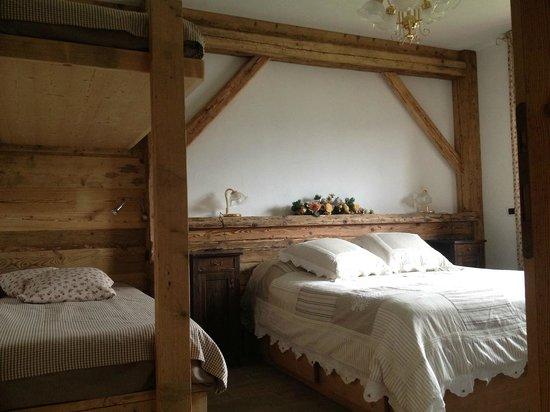 Bed and Breakfast Fra Rose e Mughi: Stanza da letto per quattro persone