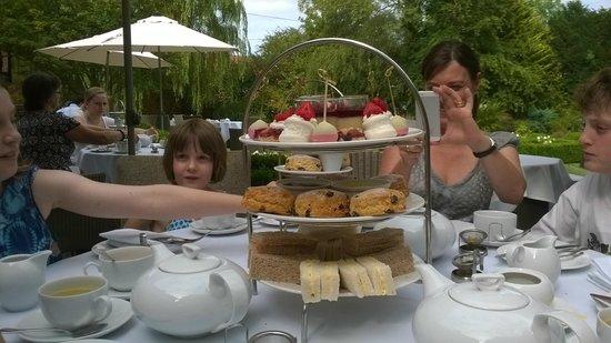 Langshott Manor Hotel Gatwick : Gorgeous afternoon tea