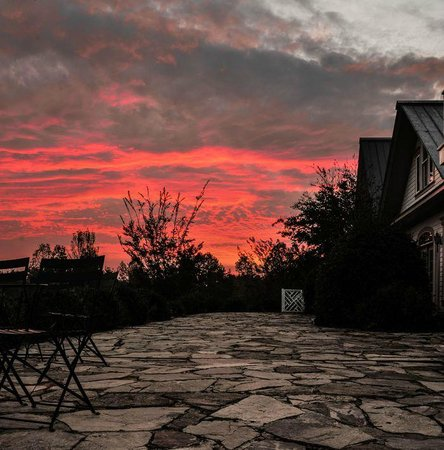 The Red Horse Inn: Sunrise views....