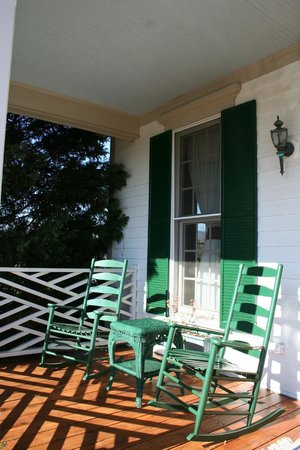 The Red Horse Inn: Relaxing Rocking Chairs