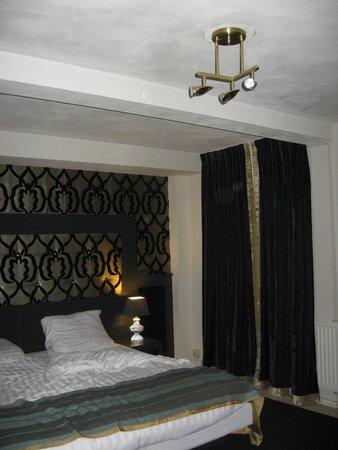Hotel Blyss: Deluxe in orrendo seminterrato