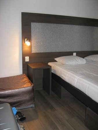 Hotel Blyss: Stanza decente, ma rumorosa e dopo qualche giorno ci pioveva dentro
