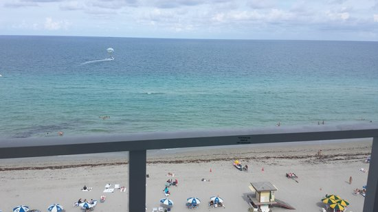 Hollywood Beach Marriott: View from our balcony