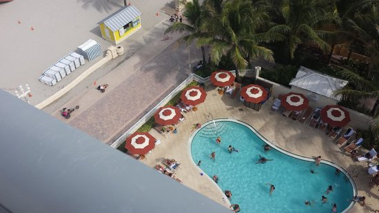 Hollywood Beach Marriott: Hotel pool view from 2nd balcony