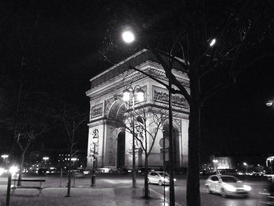 Arc de Triomphe: Arco à noite