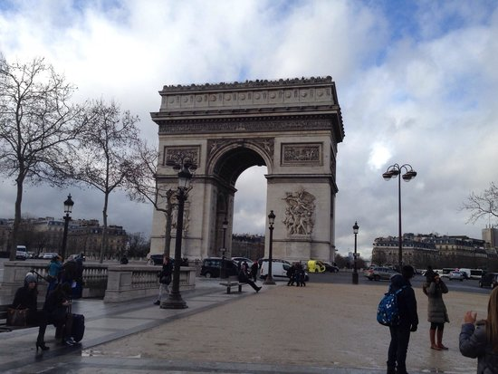Arc de Triomphe: Monumental!