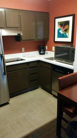 Residence Inn Phoenix Airport: Kitchen