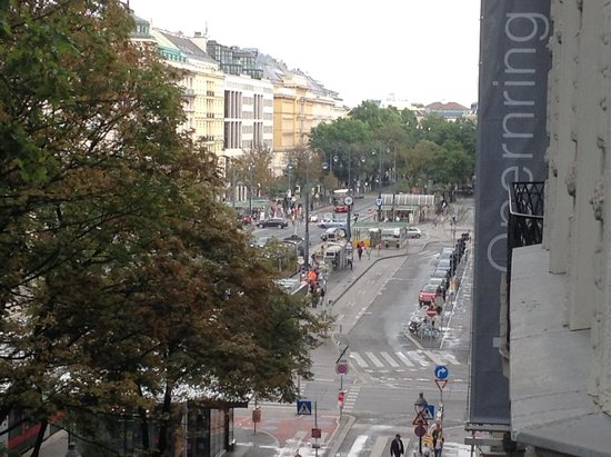 Das Opernring Hotel: View from our balcony toward the Vienna Opera House