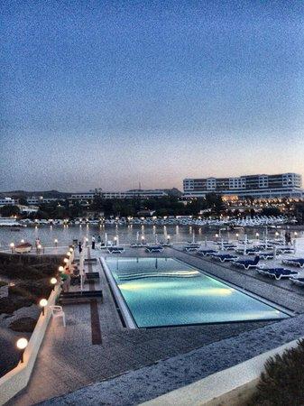 Eden Roc Resort Hotel & Bungalows : Детский бассейн и вид на пляж.