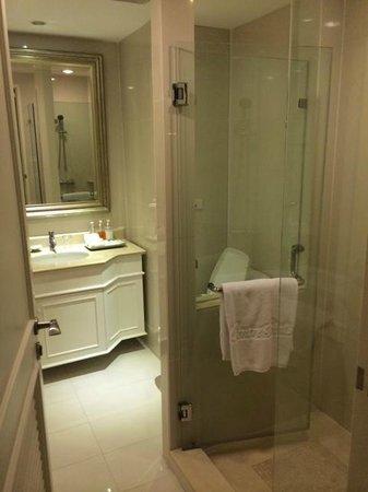 Centre Point Hotel Silom: Bathroom
