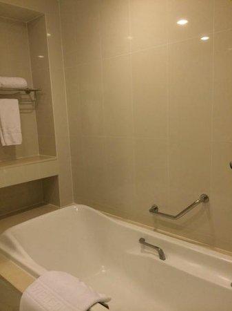 Centre Point Silom: Bath