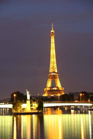 Tour Eiffel : Eiffel Tower and small Statue of Liberty