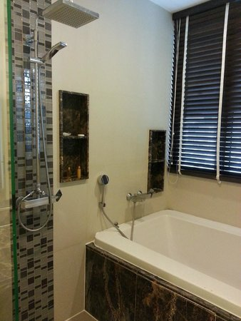 39 Boulevard Executive Residence Hotel: Nice bath tub