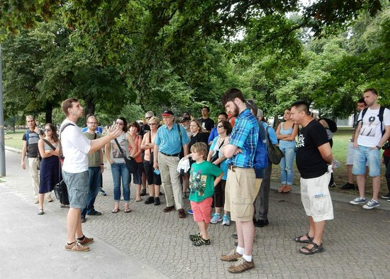 Original Berlin Walks: Getting started on our Discovery Berlin walking tour