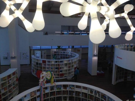 Stadtbibliothek (Openbare Bibliotheek): OBA, nicely decorated