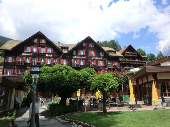 Romantik Hotel Schweizerhof: チャーミングな建物 5星が見える