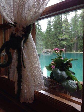 Lago Ghedina : La vista dal ristorante sul lago..