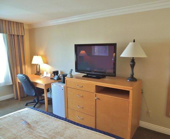 Best Western Plus Anaheim Orange County Hotel: King Room - Minifridge, Work Desk, Plasma Television. Free Wi-Fi