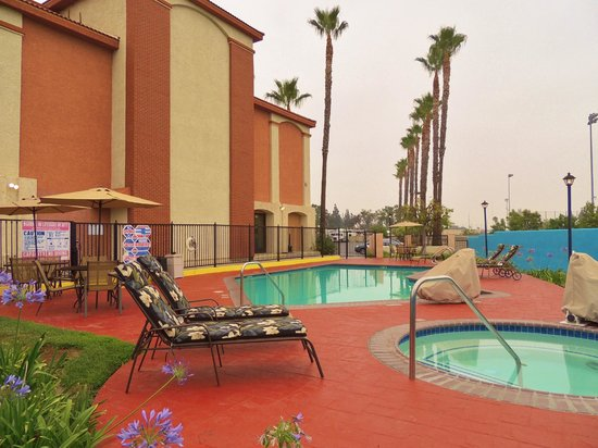 Best Western Plus Anaheim Orange County Hotel: Outdoor Heated Pool
