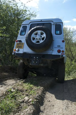 Experience The Country: Land Rover Defender on our 4x4 off-road driving course