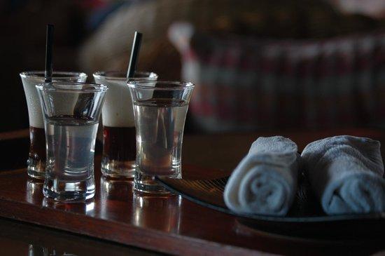 Le Meridien Ile Maurice : Cet accueil avec du café et du jus de tamarin est sublime