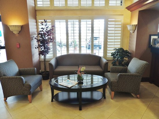 Best Western Plus Anaheim Orange County Hotel: Lobby area. All public areas with Free Wi-Fi; comfortable seating area.