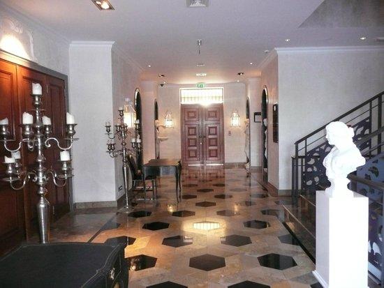 Grande Real Villa Italia Hotel & Spa: Business Centre (Computers available)