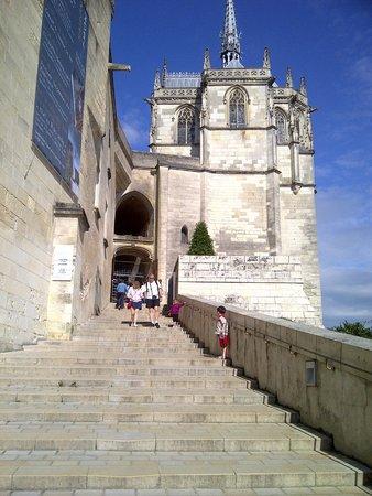 Château d'Amboise : entrance near shops