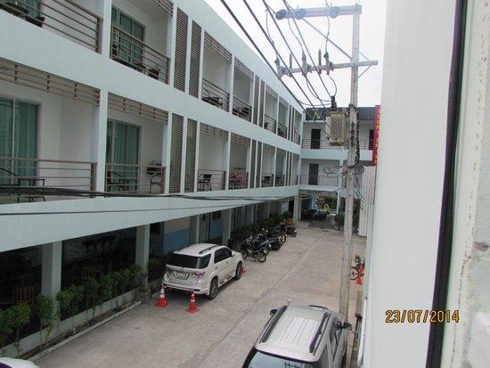 Natalie Resort: вид со второго этажа со стороны дороги