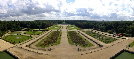 Château de Vaux-le-Vicomte : Beautiful garden view from the roof.
