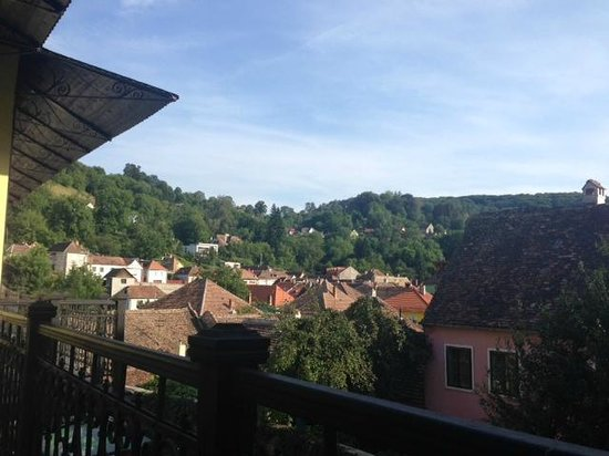 Hotel Central Park: Balcony View of Surrounding Hills