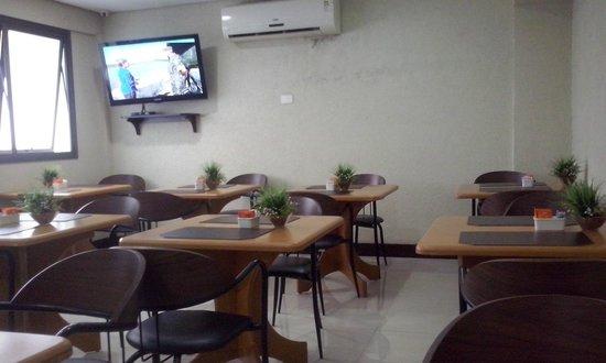 Master Express Moinhos de Vento: Sala do café