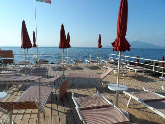 Grand Hotel Ambasciatori: La plage de l'Hôtel sur pilotis