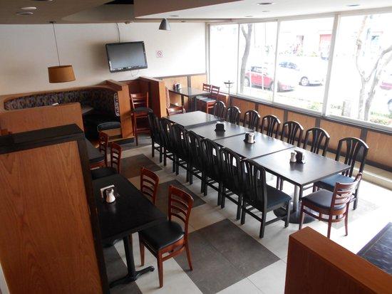Hotel Lepanto: Área para fumadores en el restaurante.