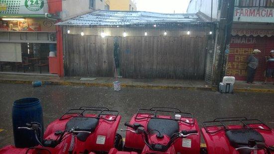 Hotel El Coral: cuando es temporada se sueltan las lluvias
