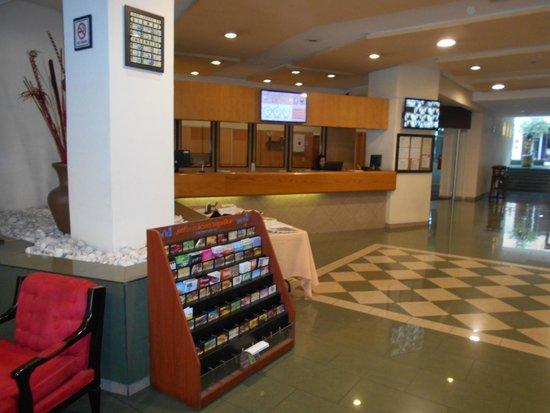 Hotel Lepanto: Un amplio lobby.